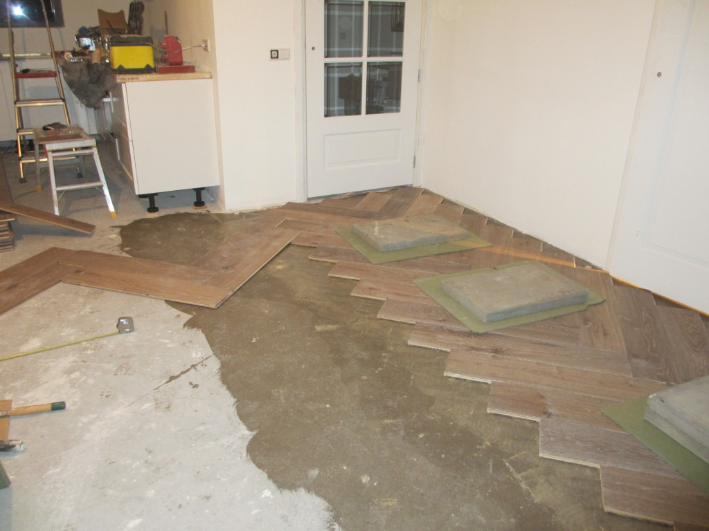 Houten vloer badkamer kunt kiezen voor massief houten vloerdelen of parketvloeren bij - Badkamer houten vloer ...